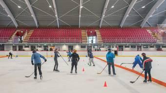 In der neuen Halle darf nur noch bis 16.30 Uhr Eishockey gespielt werden. (Archivbild)