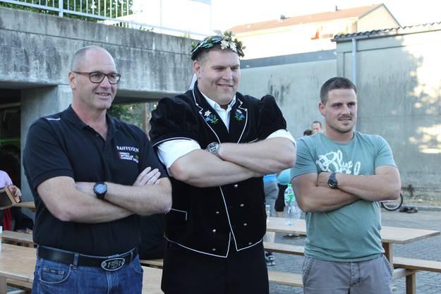 Mit Kantonalpräsident Adrian Affolter und Klubpräsident Christian Lanz (rechts)