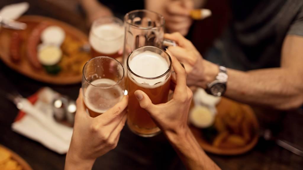 Mit Bier zum Wahlerfolg – Suchtexperten sind entsetzt