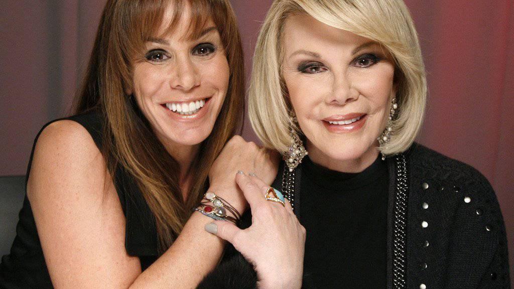 """Melissa Rivers (links) ist in beruflicher Hinsicht längst in die Fussstapfen ihrer Mutter getreten: Im Film """"Joy"""" schlüpft sie nun gar in die Rolle der 2014 verstorbenen Komikerin Joan Rivers (Archiv)."""
