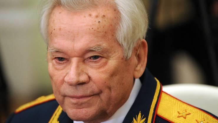 Michail Kalaschnikow an seinem 90. Geburtstag am 10. November 2009. Auch nach seinem Tod wird der Waffenkonstrukteur in Russland als Held verehrt.