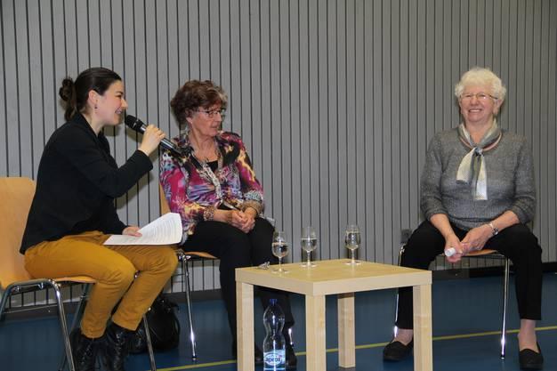 v.l. Corinne Rufli im Gespräch mit Bernadette Würth-Füglister und Vreni Tschümmy.