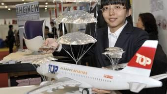 Brandneue Erfindung: Der Fallschirm für das Flugzeug, präsentiert an der Erfindermesse in Genf