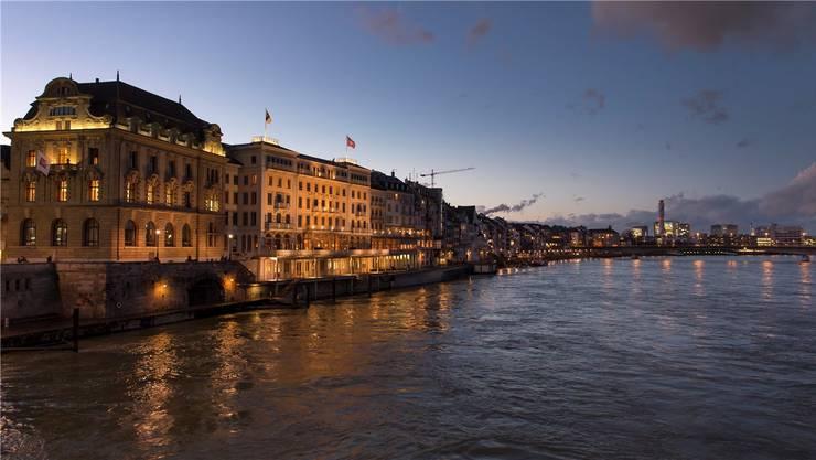 Das «Grand Hotel Les Trois Rois» am Rhein in Basel ist Hotel des Jahres 2020. Bild: Keystone