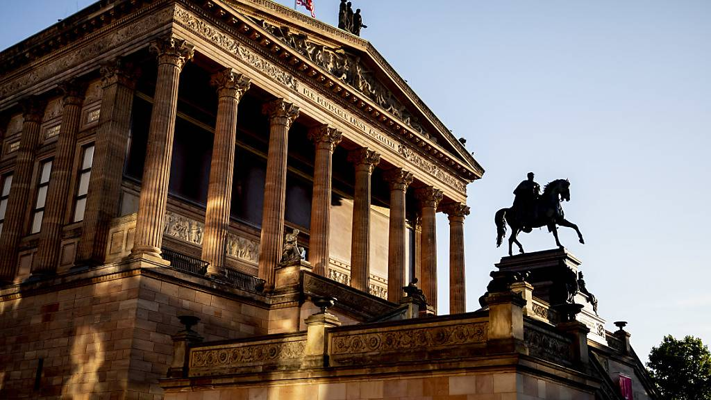 ARCHIV - Die Alte Nationalgalerie ist im Licht der aufgehenden Sonne zu sehen. Foto: Christoph Soeder/dpa
