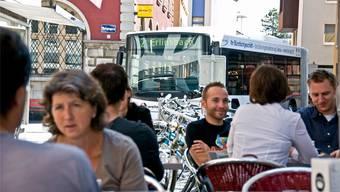 Ein Viertel der Altstadtbewohner stört sich daran, dass sich die Busse durch die vom Verkehr befreiten Gassen zwängen. Werner Erne
