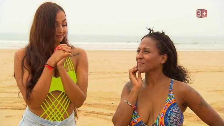 Amanda und Carolina werden vom Bachelor zu einer Challenge eingeladen.