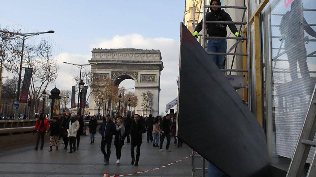 Die Dauerpräsenz der Gelbwesten färbt zunehmend auf den Tourismus in Paris ab. Wegen der Unruhen kommen derzeit weniger Gäste in die französische Hauptstadt.