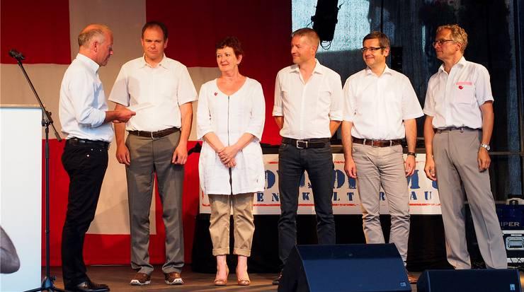 Vereidigung: von links Martin Wey, Peter Schafer, Iris Schelbert-Widmer, Thomas Marbet, Benvenuto Savoldelli und Stadtschreiber Markus Dietler