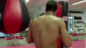 So wurde er berühmt: «Carlos »beim Boxtraining, 2013 in einer Reportage des Schweizer Fernsehens. (Screenshot)
