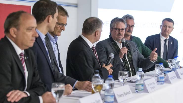 Podium mit Bundesrat Ueli Maurer (SVP) und Diskussion mit Dr. Markus Dieth (CVP), Thierry Burkart (FDP), Hans-Jörg Bertschi, Mathias Küng (Moderator AZ), Beat Flach (GLP), Robert Obrist (Grüne) und Thomas Burgherr (SVP) zur SV17-Abstimmung vom 19. Mai. Aufgenommen in den Räumlichkeiten der Brugg Pipesystems in Kleindöttingen am 22. März 2019.