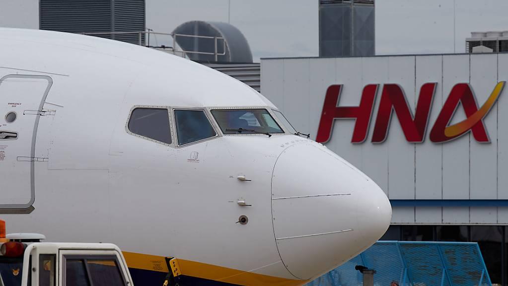 HNA hatte sich in einer milliardenschweren Einkaufstour überschuldet. Unter anderem verleibte sich der Konzern auch Schweizer Luftfahrt-Unternehmen ein – und musste sie zum Teil bereits wieder verkaufen. (Archiv)