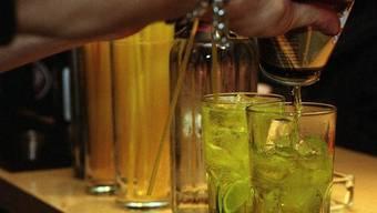 Das Insitut für Rechtsmedizin rechnete die Alkoholisierung der Frau zum Tatzeitpunkt aus, auch hier ergaben sich massive Widersprüche bei den Angaben. Anzeichen für K.o--Tropfen gab es nicht.