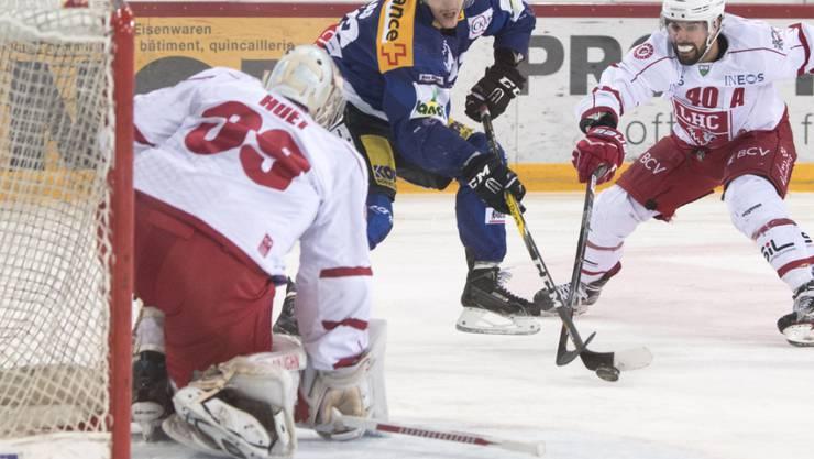 Biels Gaëtan Haas prüft Lausanne-Keeper Cristobal Huet
