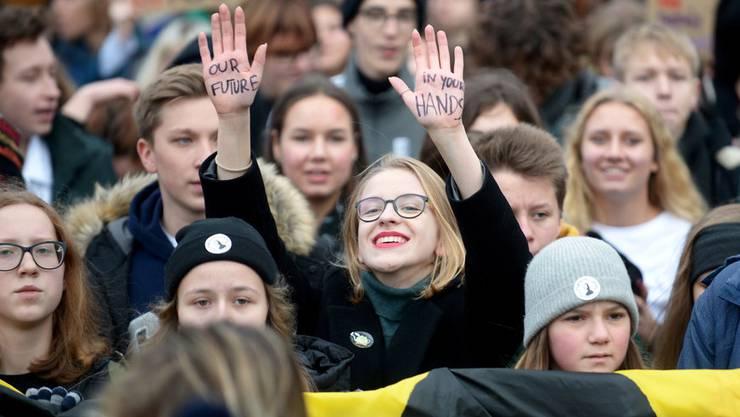 Wie hier in Warschau gingen am Freitag Abertausende für griffigere Massnahmen gegen den Klimawandel auf die Strasse.