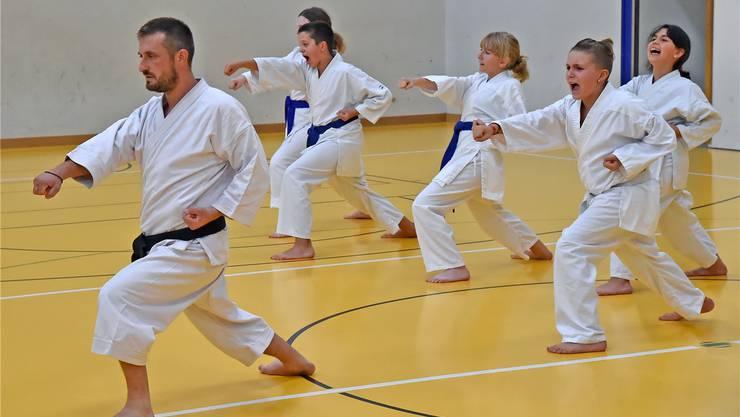 Predrag Petrovic und seine Karatekas trainieren dreimal in der Woche, um später an Wettkämpfen teilnehmen zu können.