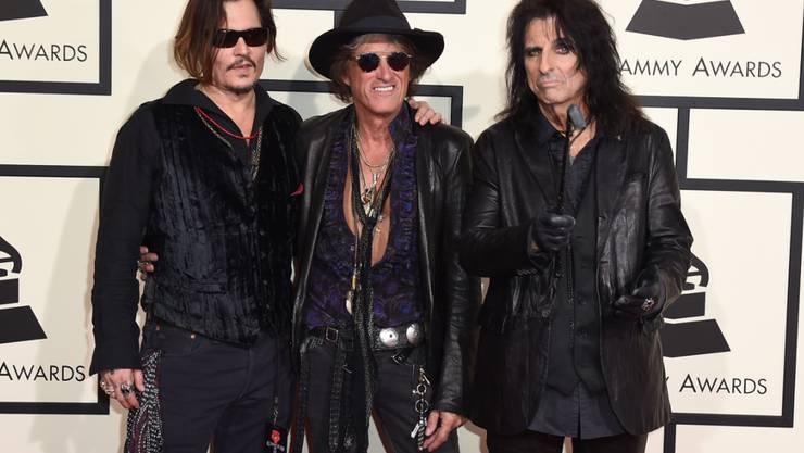 Die Hollywood Vampires (v.l.) Johnny Depp, Joe Perry und Alice Cooper fühlen sich dank ihrer Band wieder wie Teenager. (Archivbild)