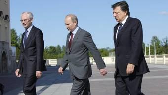 Gipfeltreffen in St. Petersburg: Putin (m.) mit Barroso (r.) und Van Rompuy
