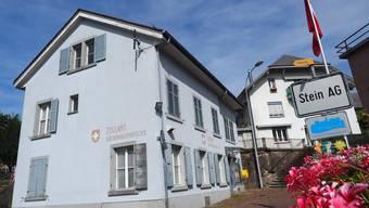 Das alte Zollhaus am Steiner Brückenkopf ist in die Jahre gekommen und soll nun verkauft werden.