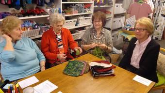 Ein gewohntes Bild aus dem Handarbeitsstübli: (v.l.) Vreni Lombardi, Mix Frei, Annemarie Geitlinger und Lea Amsler.