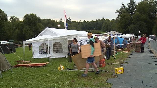 Nasse Zeltplatz-Eröffnung am Heiteren Open Air
