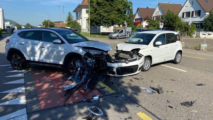 In Pratteln in der Verzweigung Längi-/Rheinstrasse ereignete sich eine Kollision zwischen zwei Personenwagen. Eine Person wurde dabei verletzt.