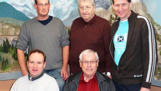 Von links nach rechts: stehend: Dominik Hauser Beisitzer, Bernhard Bosshard Beisitzer, Daniel Albisser Präsident sitzend: Patrick Wirth Aktuar, Heinz Trösch Kassier