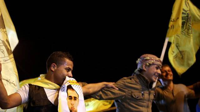 Angehörige warten auf die Freigelassen im Gazastreifen