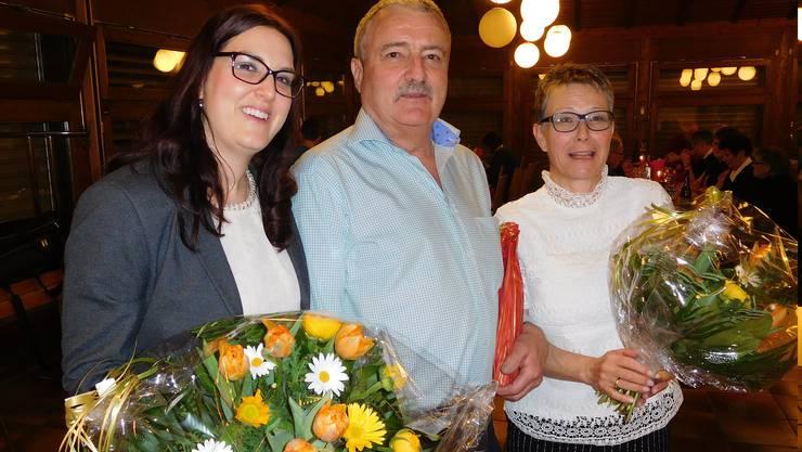Familienjubiläum 70 Jahre MGD-Aktivmitgliedschaft: Erika Lischer 40 Jahre, Ehemann Martin und Tochter Barbara Knecht mit je 15 Jahren.