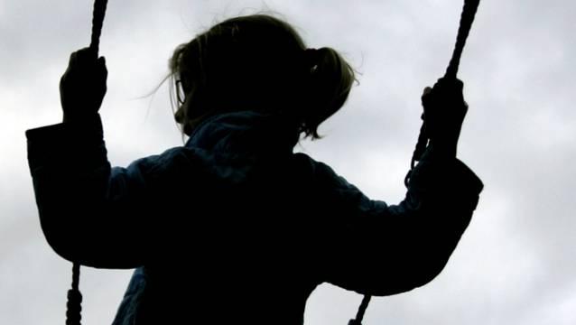 Kinder sind in der Corona-Krise besonders gefährdet.  (Symbolbild)
