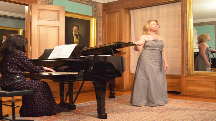 Pianistin Irina Daniluk (links) und Sopranistin Jelena Bulavko entführten in die russische Musikwelt.jam