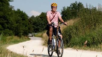 Der Autor auf der «Jungfernfahrt» mit dem Elektro-Bike: «Es braucht keinerlei Vorkenntnisse», lautet seine Bilanz.  Hanspeter Bärtschi Der Autor auf der «Jungfernfahrt» mit dem Elektro-Bike: «Es braucht keinerlei Vorkenntnisse», lautet seine Bilanz.  Hanspeter Bärtschi Der Autor auf der «Jungfernfahrt» mit dem Elektro-Bike: «Es braucht keinerlei Vorkenntnisse», lautet seine Bilanz.  Hanspeter Bärtschi Der Autor auf der «Jungfernfahrt» mit dem Elektro-Bike: «Es braucht keinerlei Vorkenntnisse», lautet seine Bilanz.  Hanspeter Bärtschi Der Autor auf der «Jungfernfahrt» mit dem Elektro-Bike: «Es braucht keinerlei Vorkenntnisse», lautet seine Bilanz.  Hanspeter Bärtschi