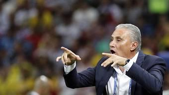 Brasiliens Nationaltrainer Tite gibt Anweisungen