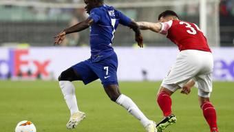 Arsenals Granit Xhaka (rechts) im Zweikampf gegen N'Golo Kante
