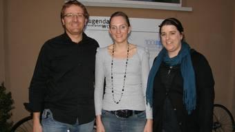 Sie setzen sich für die Jugendarbeit im Freiamt ein: Stellenleiter Arsène Perroud, die neue Vereinspräsiden-tin Laetitia Stäger und ihre Vorgängerin Sibylle Zweifel (von links).  BA