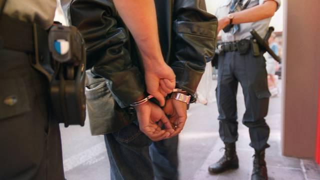 Der Mann konnte von der Polizei verhaftet werden (Symbolbild)