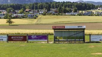 Der FC Riedholz plant ein neues Klubhaus und will das alte sanieren.