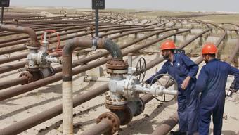 Arbeiter bei Ölpipelines (Symbolbild)