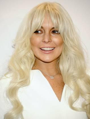 """Lindsay im Februar 2012 als blonder """"Engel"""""""
