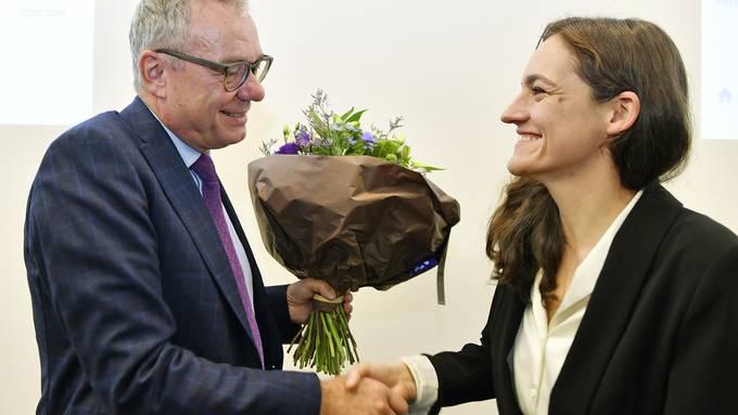 Wahlsieger Ruedi Noser (FDP) erhält Gratulationen von Herausfoderin Marionna Schlatter (Grüne)