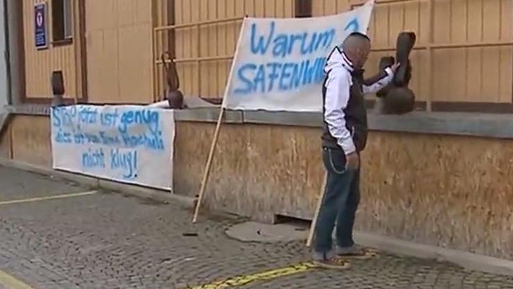 Mit Transparenten und Kuhglocken protestierten die Safenwiler im Februar gegen die geplanten Asyl-Container.