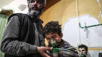 In Syrien ist mehrmals Giftgas gegen die Zivilbevölkerung eingesetzt worden. Der Bundesrat will verhindern, dass für die Herstellung der Kampfstoffe Chemikalien aus der Schweiz verwendet werden. (Archivbild)