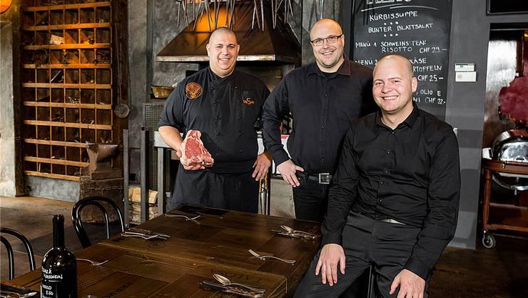 Samy Scheller, Patrick Troxler und Stefan Zaugg (v.l.) betreiben zusammen das neue Steakhouse Schmitte. Sandra Ardizzone