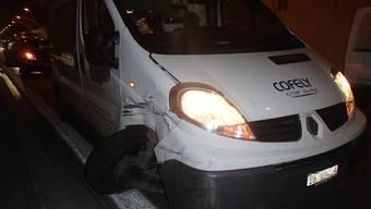 Am Lieferwagen und am Renault entstand bei der Kollision Totalschaden.
