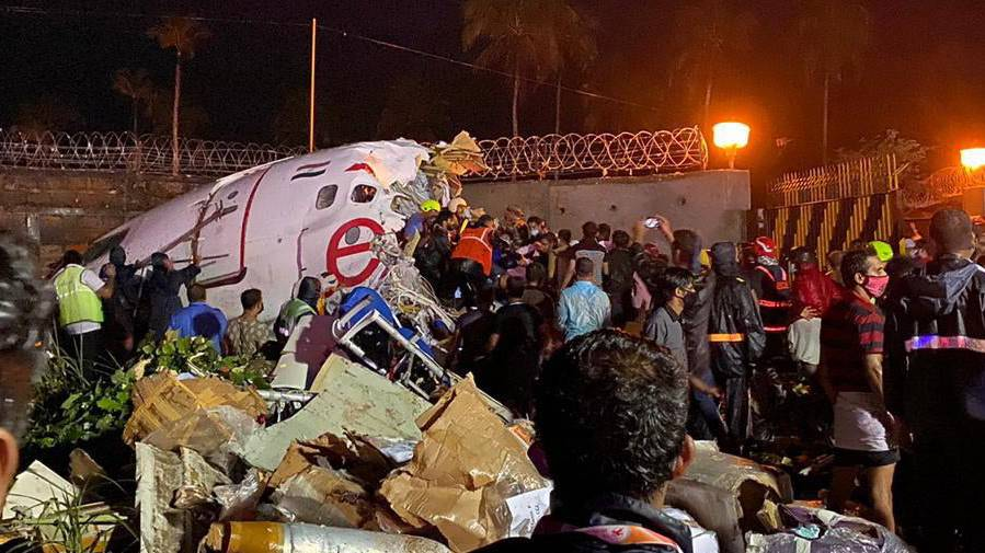 Flugzeug bei Landung in Indien verunglückt