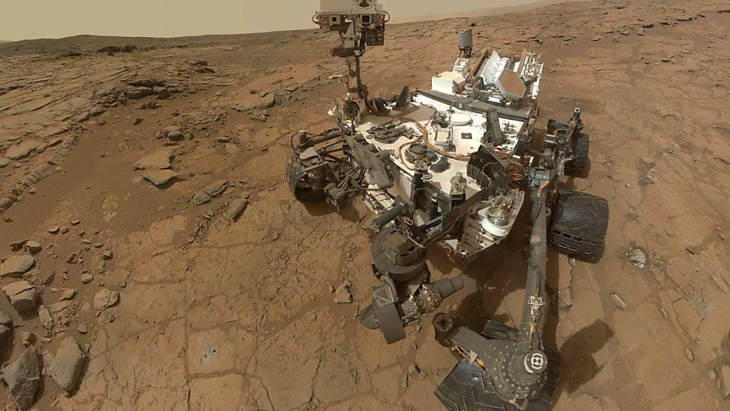 Der Marsrover «Curiosity» kann sich jetzt selbst Ziele für seinen Lasersensor aussuchen. (Archiv)