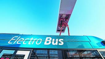Bernmobil setzt Elektrobusse bislang auf einer Linie ein – sie werden jeweils an den Haltestellen aufgeladen.