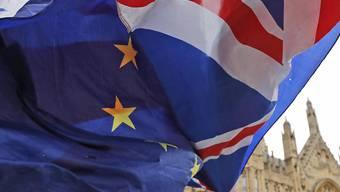 Einen Tag vor der Abstimmung im Parlament in London über den Austrittsvertrag Grossbritanniens aus der EU hat die britische Premierministern Theresa May am Montag um Unterstützung für das Brexit-Abkommen geworden. Eine Niederlage der Regierung gilt jedoch schon als ausgemacht.
