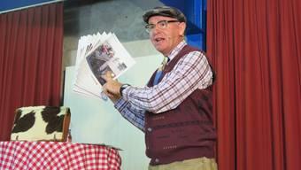 Luzerner Komiker Veri nahm am Wolfwiler Kulturapéro einiges auf die Schippe.