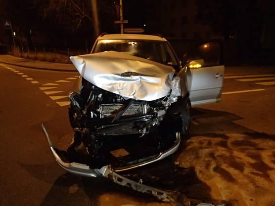 Beim Unfall wurden vier Personen verletzt.